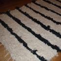 Új zseníllia csíkos szőnyeg.Fekete. Török pamut., Otthon, lakberendezés, Lakástextil, Szőnyeg, Szövés, Eladó új puha szőrű fekete - drapp szőnyeg. A fekete csík zseníllia anyag, a drapp színű pamut anya..., Meska