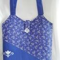 Női táska, Táska, Válltáska, oldaltáska, Varrás, Kombináltam a kékfestő mintás anyagot egyszínű kékkel.A kék anyagot  fehér hímzett virág díszíti.A ..., Meska