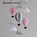 Hőlégballonos kiságyforgó/Babaforgó - Fehér/Szürke/Rózsaszín, Baba-mama-gyerek, Gyerekszoba, Mobildísz, függődísz, Varrás, Hőlégballon kiságyforgó  Egyedi, kézzel készített kiságyforgó  Az első dolog, amit a gyermeked felk..., Meska