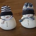 2 db hóember könnyűbetonból, Dekoráció, Dísz, Karácsonyi, adventi apróságok, Karácsonyi dekoráció, Könnyűbetonból (fehér cement) készült hóember sapkával és sállal. 9cm magas.  Személyes átvételre Sz..., Meska