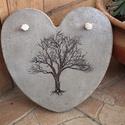 Beton szív kép fával, A kép betonból készült,  transzferálással. F...