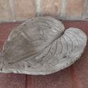 Levél alakú beton tálka, A tálka betonból készült, Hosta levél lenyoma...