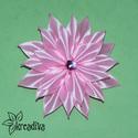 Rózsaszín virág hajdísz, Ruha, divat, cipő, Ékszer, óra, Hajbavaló, Bross, kitűző, Gyönyörű rózsaszín virágdísz szatén szalagból, csillogó középpel. A virág átmérője 9..., Meska