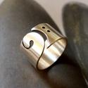 Basszuskulcs gyűrű, Ékszer, Gyűrű, Fémmegmunkálás, Ötvös, Egyedi tervezésű gyűrű basszuskulcs mintával, Sterling ezüstből. Fűrészelt, hajlított, szatén fényű..., Meska