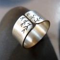 Göcsörtös fa ezüst gyűrű (10 mm széles, csiszolt), Ékszer, óra, Gyűrű, Gyűrű göcsörtös fa mintával, Sterling ezüstből. Fűrészelt, hajlított, mattra csiszolt.   Mérete: igé..., Meska