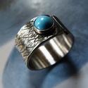 Türkiz ezüst gyűrű levelekkel, Ékszer, óra, Gyűrű, Ékszerkészítés, Ötvös, Sterling ezüst gyűrű türkiz kabosonnal. Alapja nyitott, felfelé 1-2 méretet állítható, levél mintás..., Meska