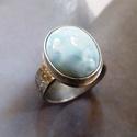 Larimár ezüst gyűrű (ovális), Ékszer, Gyűrű, Ékszerkészítés, Ötvös, Ovális larimár követ foglaltam Sterling ezüstbe. A gyűrűsín virág mintásra nyomott. Finoman antikol..., Meska