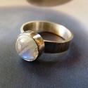 Holdkő ezüst gyűrű , Ékszer, Gyűrű, Ékszerkészítés, Ötvös, Szép kerek szivárvány holdkő kabosont foglaltam be elegáns gyűrűvé. A holdkőnek szép kék belső fény..., Meska