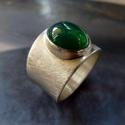 Zöld achát ezüst gyűrű , Ékszer, Gyűrű, Szép ovális zöld achát kabosont foglaltam be  széles alapú, elegáns gyűrűvé. A gyűrű alapja csiszolt..., Meska
