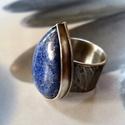 Lápisz lazuli ezüst gyűrű , Ékszer, Gyűrű, Szép kék lápisz lazuli kabosont foglaltam be rusztikus gyűrűvé. A gyűrű alapja és a foglalat Sterlin..., Meska