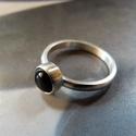 Ónix ezüst gyűrű , Ékszer, Gyűrű, Szép kerek ónix kabosont foglaltam be egyszerű, elegáns gyűrűvé. A gyűrű alapja és a foglalat Sterli..., Meska