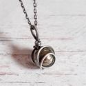 Pirit ezüst nyaklánc, Egyszerű, elegáns medál ezüst drótból és pi...