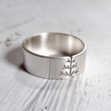 Fa ezüst gyűrű (8 mm széles, szatén), Gyűrű fa mintával, Sterling ezüstből. Fűrés...