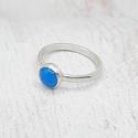 Türkiz ezüst gyűrű, Ezüst gyűrű türkiz kabosonnal. Alapja D alakú...