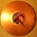 Egyedi hanglemezóra - Válaszható színben, címkével és felirattal, Ékszer, Otthon, lakberendezés, Karóra, óra, Falióra, óra, A termék alapja a szabványos méretű vinyl (elterjedtebb nevén: bakelit) nagylemez. Az óraszerk..., Meska