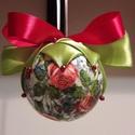 Díszgömb, Dekoráció, Dísz, Ünnepi dekoráció, Karácsonyi, adventi apróságok, Foltberakás, Mindenmás, Szaténnal, selyemmmel bevont és diszitett karácsonyfadísz gömb tökéletes díszei lehetnek a karácson..., Meska