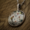 Hőlégballonok a város felett üveglencsés nyaklánc, Ékszer, Nyaklánc, Ékszerkészítés,  Antik ezüst színű medálalapba helyeztem ezt a vintage képet. A kép és a medálalap belső mérete 25m..., Meska