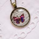 Vintage pillangós nyaklánc, Ékszer, Nyaklánc, Antik bronz színű medálalapba helyeztem ezt a vintage pillangós képet. A kép és a medálalap ..., Meska
