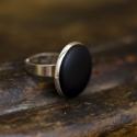 Fekete bőr gyűrű, Ékszer, Gyűrű, Ezüst színű gyűrűalapba helyeztem a fekete textilbőrrel bevont gombot, melynek mérete 18mm. A..., Meska
