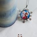 Frozen- Jégvarázs ezüst színű nyaklánc, Ékszer, Nyaklánc, Ezüst színű hópehely mintás medálalapba helyeztem a Jégvarázsos mintát,melyen Anna és Elza..., Meska