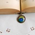 Pávatollas üveglencsés nyaklánc, Ékszer, Nyaklánc, Antik bronz színű medálalapba helyeztem a gyönyörű, színes pávatollas képet. A kép és a m..., Meska