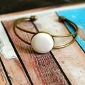 Fehér bőr karperec, Ékszer, Gyűrű, Bronz színű karperec alapba helyeztem a fehér textilbőrrel bevont gombot, melynek mérete 20mm. ..., Meska
