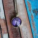Életfás üveglencsés nyaklánc-lila, Ékszer, Nyaklánc, Antik ezüst színű medálalapba helyeztem ezt a gyönyörű lila  életfás képet.   A kép és a..., Meska