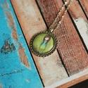 Gorjuss üveglencsés nyaklánc- madárkás, Ékszer, Nyaklánc, Antik ezüst színű medálalapba helyeztem ezt a szép zöld hátterű Gorjussos képet. Kérhető ..., Meska