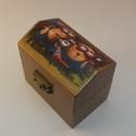 Háztető formájú egyterű doboz (Minion), Dekoráció, Otthon, lakberendezés, Tárolóeszköz, Doboz, Decoupage, transzfer és szalvétatechnika, Háztető formájú egyterű doboz, tetején édes Minionokkal. :) Szalvétatechnikával készült,festett ,la..., Meska