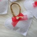 Karácsonyi filc szívecske piros masnival , Dekoráció, Otthon, lakberendezés, Ünnepi dekoráció, Karácsonyi, adventi apróságok, Varrás, Karácsonyi filc szívecske piros masnival. Kiváló karácsonyfa dísznek, ajándék kísérőnek. Egy csomag..., Meska