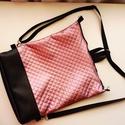 Fekete és rózsaszín hátizsák