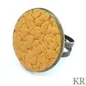 Sárga ékszergyurma gyűrű, Ékszer, Gyűrű, Ékszerszett, Süthető gyurmából készítettem ezt az egyedi, felületmintázott gyűrűt. Alapja antik bronz s..., Meska