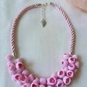 Rózsaszín bogyós nyaklánc, Esküvő, Ékszer, óra, Nyaklánc, Esküvői ékszer, Ékszerkészítés, Gyurma, 41 darab rózsaszín bogyót készítettem, ezeknek a belsejébe pink színű üveggyöngyöt helyeztem. Gyöny..., Meska