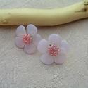 Sakura no Hana (Cseresznyevirág) bedugós gyöngy fülbevaló, Ékszer, Fülbevaló, Leginkább a japán cseresznye virágaira emlékeztetnek ezek a pici virágok, melyeket halvány rózsaszín..., Meska