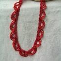 Tícia piros gyöngyfűzött nyakék, Ékszer, Nyaklánc, Medál, Egyszerű, vékony, ámde igen mutatós gyöngygallér vadító piros színben.   Hossza: 47 cm Szélessége: 1..., Meska