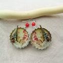 Miniatura - Párizs söröskupak fülbevaló, Ékszer, Fülbevaló, Miniatúra - Párizs fülbevalók vörös korall gyöngyökkel kiegészítve, ezüstszínű kupakban, a hátán a b..., Meska