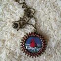 Kardinálispinty  üveglencsés nyaklánc, Ékszer, Medál, Nyaklánc, Gyönyörű, télies hangvételű nyaklánc élénk színű, vidám kis dalos madárral. A medált a madár tollain..., Meska