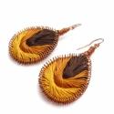 Barnás fonalas -  fülbevaló, Ékszer, Fülbevaló, Vörösréz drótból és sötétbarna, középbarna, mustárszínű hímzőfonalból készült fülbevaló. Teljes hoss..., Meska