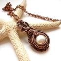 Gyöngy - réz nyaklánc, Ékszer, óra, Medál, Nyaklánc, Vörösréz drótból és 12 mm-es kagylógyöngyből készült medál és lánc. A medál magassága akasztóval egy..., Meska
