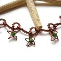 Zöld virágok - réz nyaklánc, Ékszer, óra, Nyaklánc, Vörösréz drótból és 3 mm-es zöld achát ásványgyöngyökből készült nyaklánc. Hossza 43 cm, ennél 3 cm-..., Meska