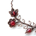 Piros virág - vörösréz nyaklánc , Ékszer, Nyaklánc, Vörösréz drótból és üveggyöngyökből készült nyaklánc.  A merev rész hossza ívben mérve 10 cm, legnag..., Meska