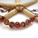 Piros-narancs kagylók - vörösréz nyaklánc, Ékszer, Ékszerszett, Nyaklánc, Vörösréz drótból és 4 mm-es ásványgyöngyökből készült nyaklánc.  Felhasznált ásványok: korall, feste..., Meska