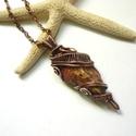 Jáspis - réz nyaklánc, Ékszer, Medál, Nyaklánc, Ékszerkészítés, Fémmegmunkálás, Vörösréz drótból és saját gyűjtésű gyöngyöstarjáni, nyers jáspisból készült medál és lánc. A medál ..., Meska