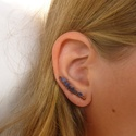 Szodalit - réz fülkapocs, fülbevaló, Ékszer, Fülbevaló, Vörösréz drótból és szodalit splitterből készült fülkapocs.  Jobb fülben hordható, hossza 2,8 cm. A ..., Meska