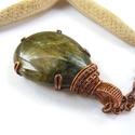 Labradorit - réz nyaklánc, Ékszer, Medál, Nyaklánc, Vörösréz drótból és labradorit kabosonból készült medál és lánc. A medál magassága akasztóval együtt..., Meska