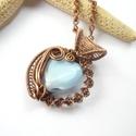 Kék szív - réz nyaklánc, Ékszer, Medál, Nyaklánc, Vörösréz drótból és üveggyöngyből készült medál és lánc. A medál magassága akasztóval együtt 3,5 cm...., Meska