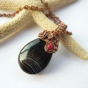 Fekete achát - réz nyaklánc, Ékszer, Medál, Nyaklánc, Vörösréz drótból, achát cseppből és 3 mm-es színezett achát gyöngyből készült medál és lánc. A medál..., Meska