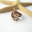 Virágok - vörösréz gyűrű , Ékszer, Gyűrű, Vörösréz drótból, virággyöngyből és japán kásából készült gyűrű. Állítható méretű, belső átmérője a ..., Meska