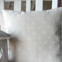 Fehér virágos natúr - vidéki romantika párnahuzat, Dekoráció, Otthon, lakberendezés, Lakástextil, Párna, Natúr alapon fehér virágos, minőségi len-pamut vászon anyagból készült párnahuzat. Mérete: 35x35 cm ..., Meska