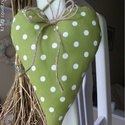 Vidéki romantika szív - Polka dots (zöld), Otthon, lakberendezés, Dekoráció, Baba-mama-gyerek, Lakástextil, Vidám és nagyon kedves dísze lehet a lakásnak, kilincsre, szekrény gombra, felakasztva nagyon jól mu..., Meska
